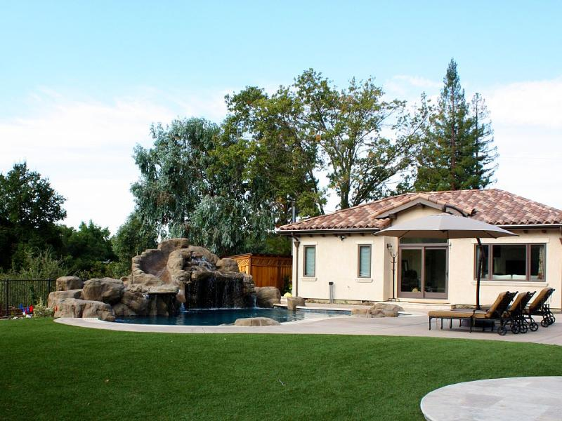 Los Altos Private Guest House W/ Pool And Easy Access To Silicon Valley, vacation rental in Sunnyvale