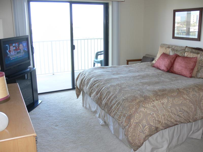 Master with king Sleep Number bed and flat screen TV and walk in closet.  Amazing views.