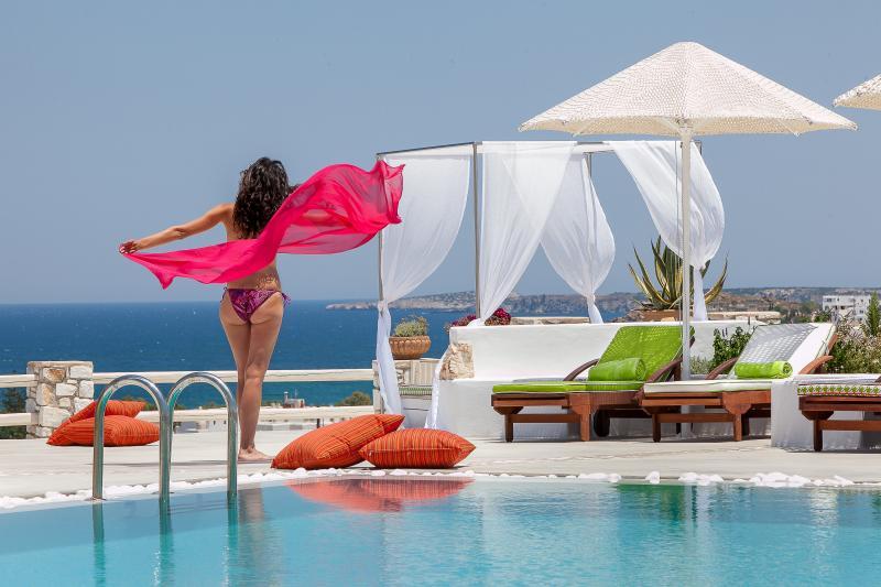 Blue mare Villas-Villa Thalasa, vacation rental in Livadia
