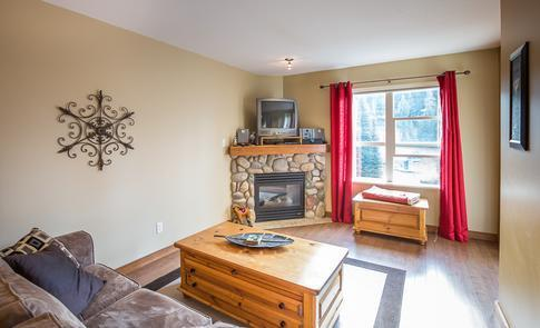 Welcome to our cozy condo. We hope that you enjoy your stay and take in all the skiing and wonderful vistas you can handle on this gem of a mountain!