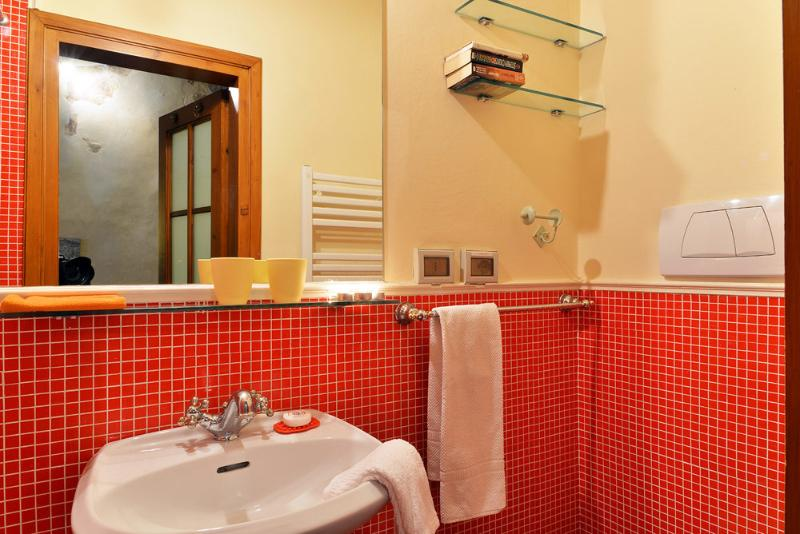 Great Accommodation in Florence - Piazza Santa Croce - Taddeo, vacation rental in Florence
