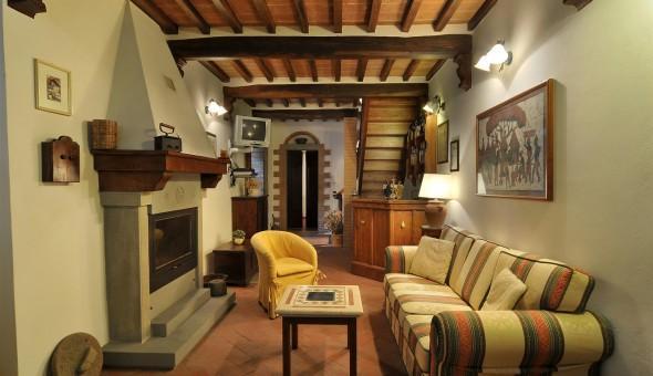 Apartment Overlooking the Rooftops of the Ancient Town of Cortona - Casa Berrett, alquiler vacacional en Cortona