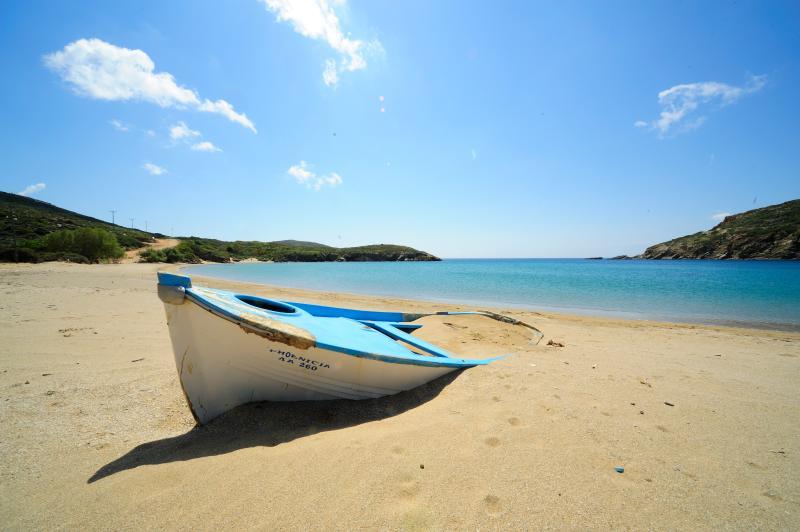La plage de Fellos, la plage la plus proche de la villa, compte parmi les plus belles plages d'Andros.