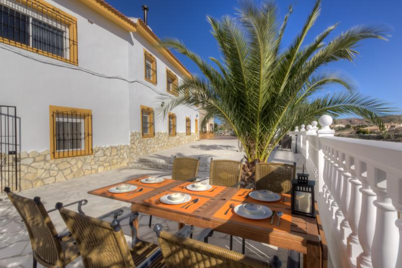 Villa Damara - Luxe appartement Papaya (1-4 pers.), holiday rental in Arboleas