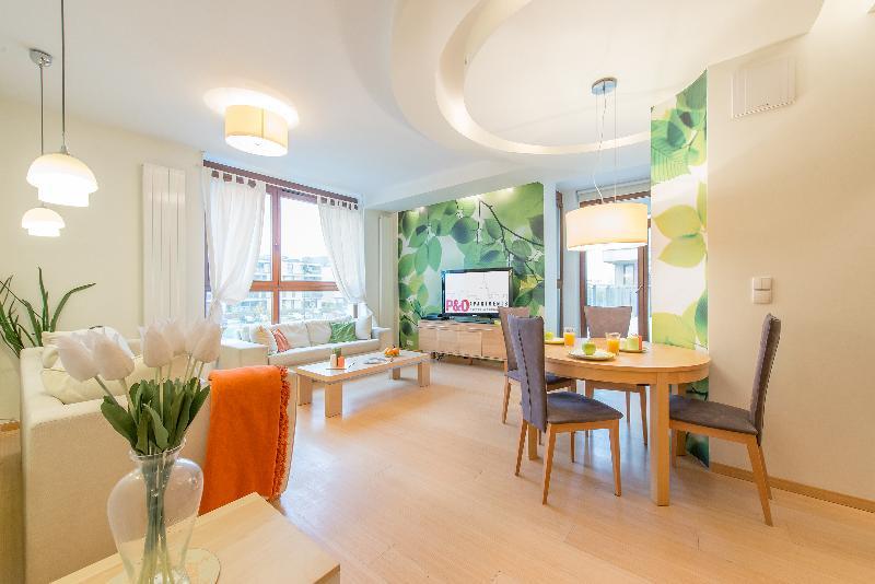 2 BR Apartment WILANOW 6, location de vacances à Jozefow