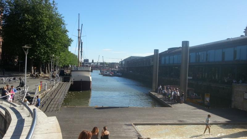 Harbourside extends over 2 miles (430m).