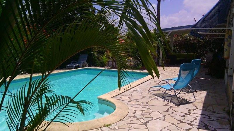L'oiseau bleu bungalow 'La caravelle', vacation rental in Guadeloupe