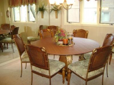 Knolls 1124 Dining Room