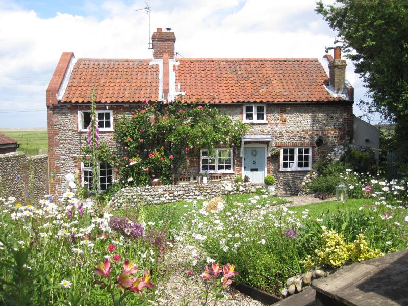 Pit Cottage, luxury coastal escape in Salthouse, holiday rental in Holt