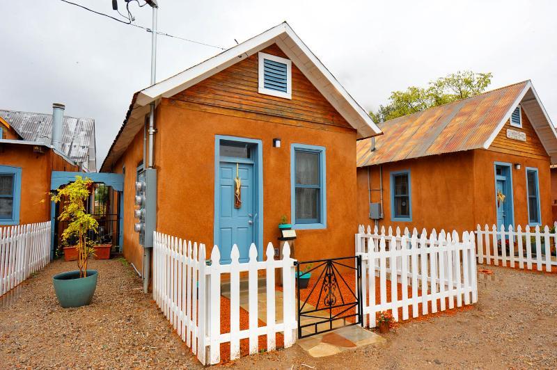 19th Century Restored Adobe -- The Silversmiths, vacation rental in Los Ranchos de Albuquerque