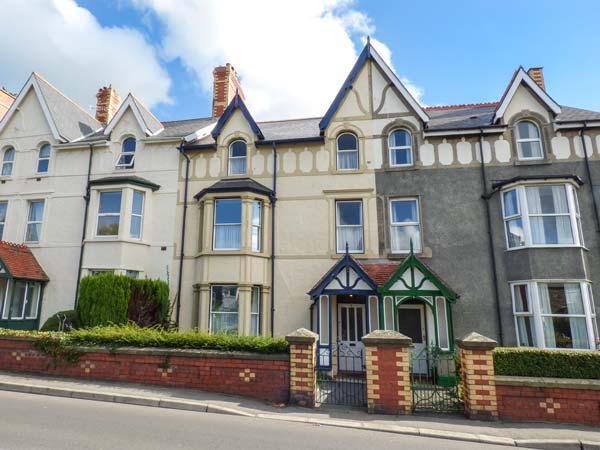TRYFAN, period townhouse, central base in Llanwrst, Ref. 926504, vacation rental in Llanrwst