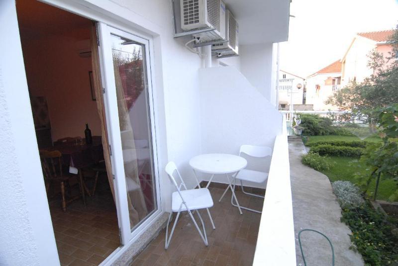 A2(4): balcony