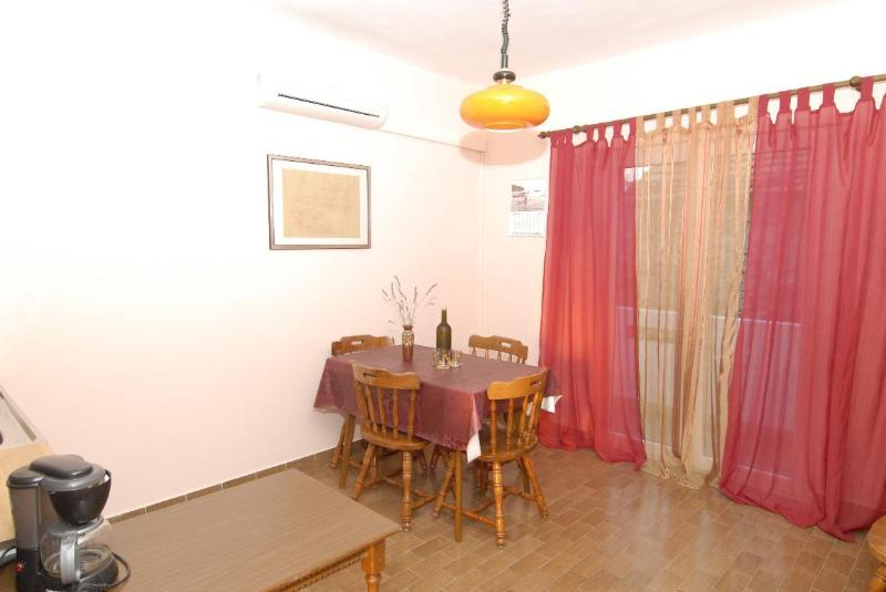 A2(4): dining room