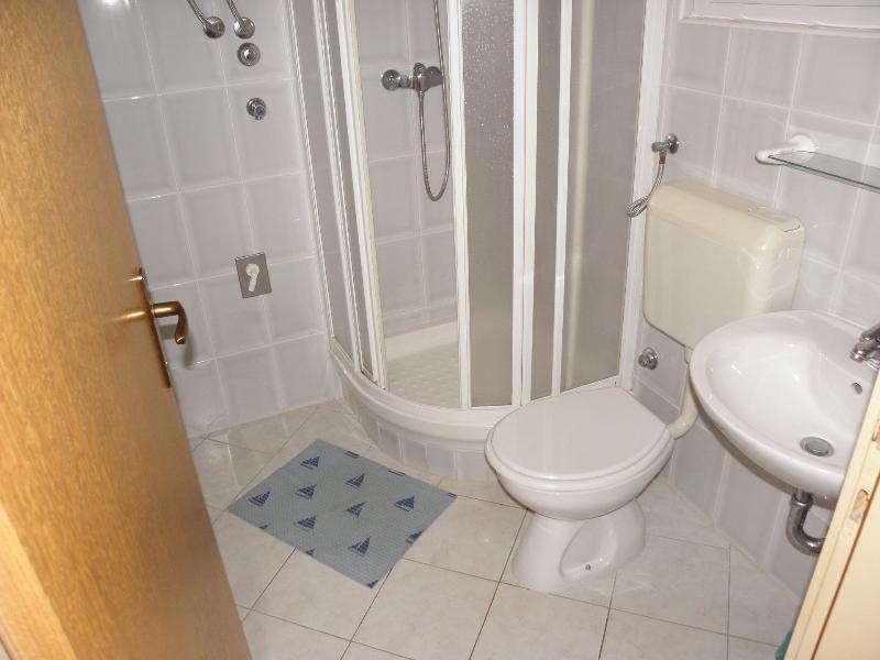 A2 (3): bagno con wc
