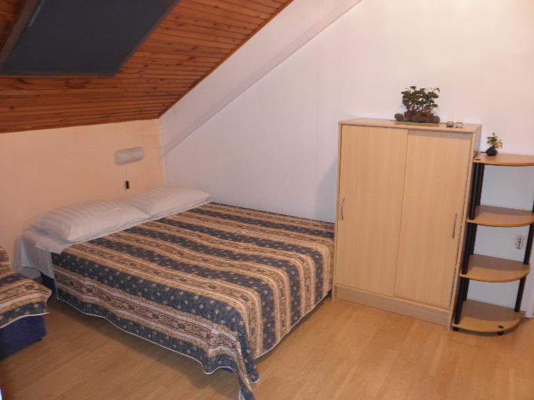 A8(2+2): living room