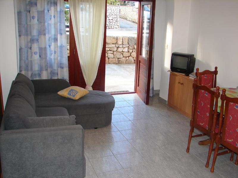 A3 Prizemlje (2+1): living room