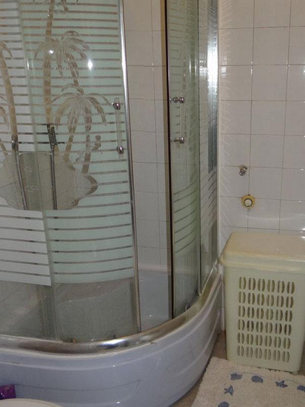 A2 (2): baño con inodoro.
