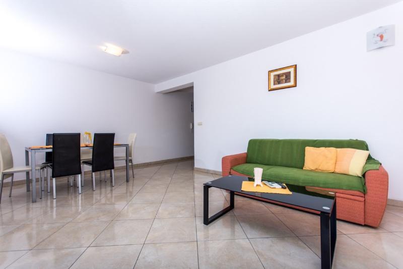 Lero1(4+2): living room