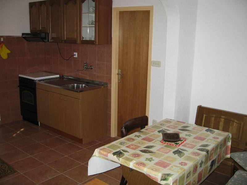 A1(2+2): kitchen and dining room