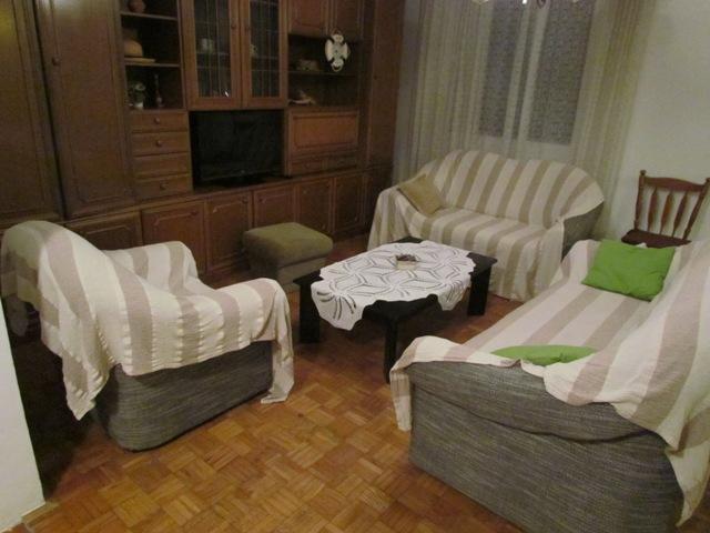 C(4+3): living room