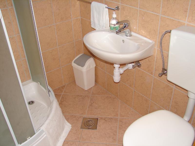 SA3(2+1): bathroom with toilet