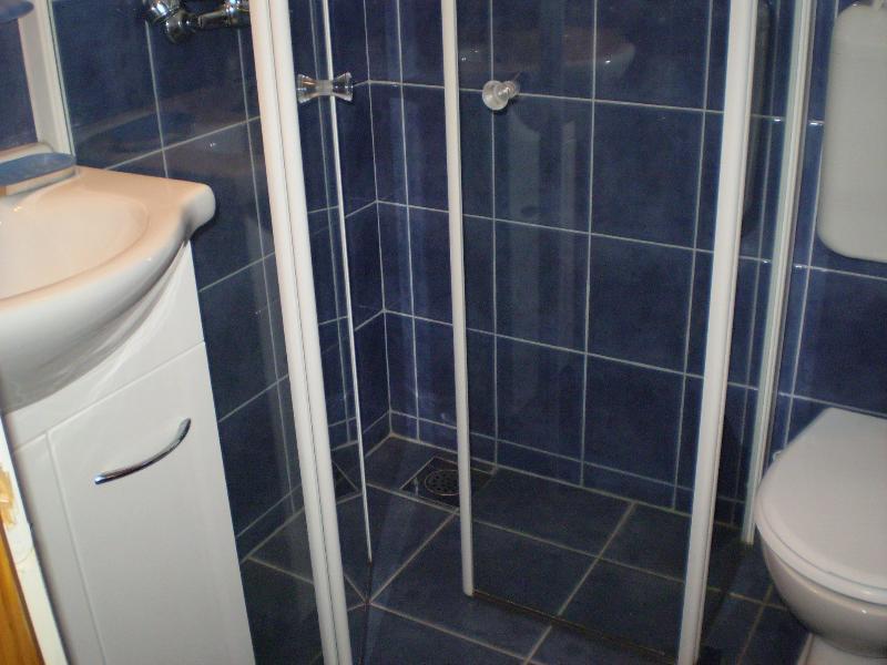 SA13(3): bathroom with toilet
