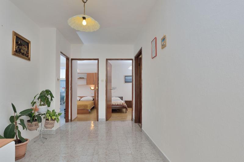 A(4+1): hallway