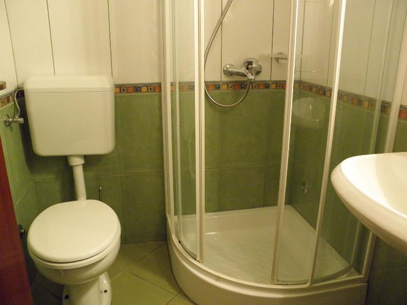 A3 (4 + 2): bagno con wc