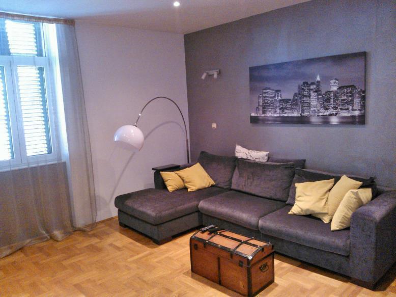 A(2+2): living room