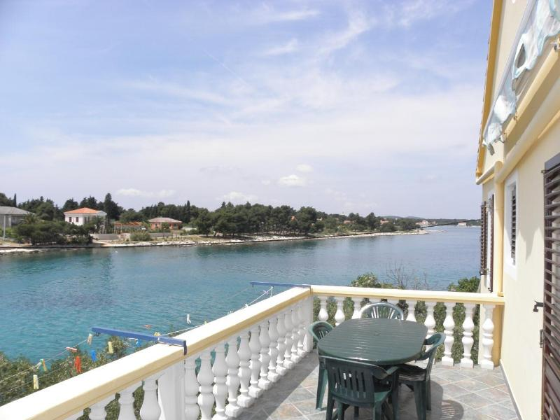 Maha A2(3+1) - Ugljan, holiday rental in Ugljan Island