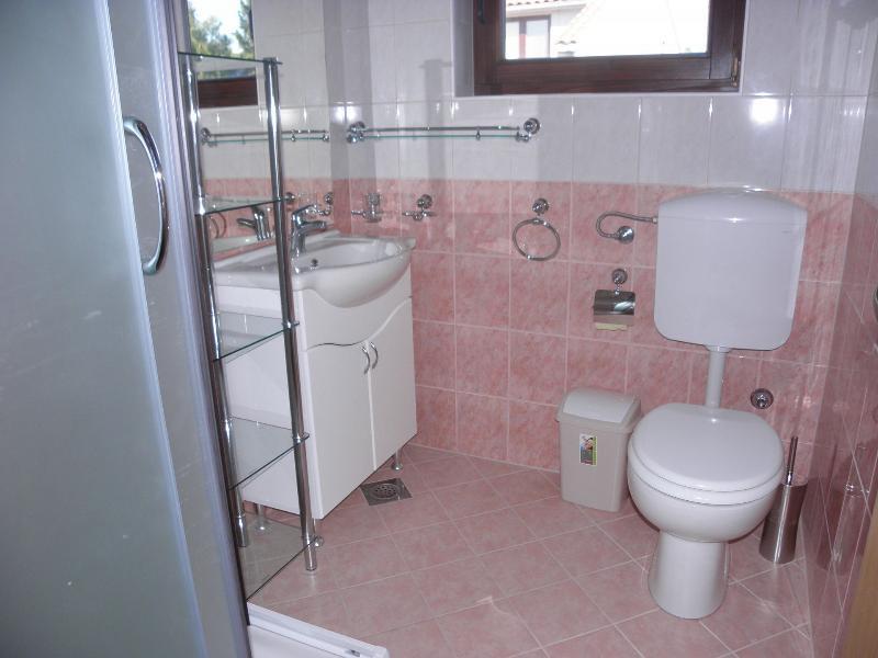A3 (4): badkamer met toilet