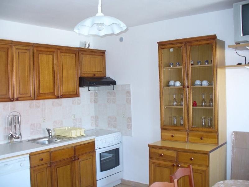 A3 Veliki (4+2): kitchen and dining room