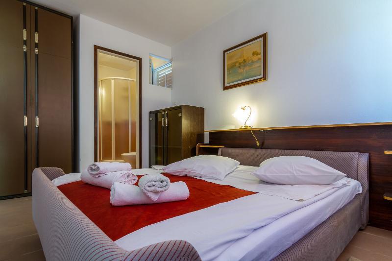 A5(2+2): bedroom
