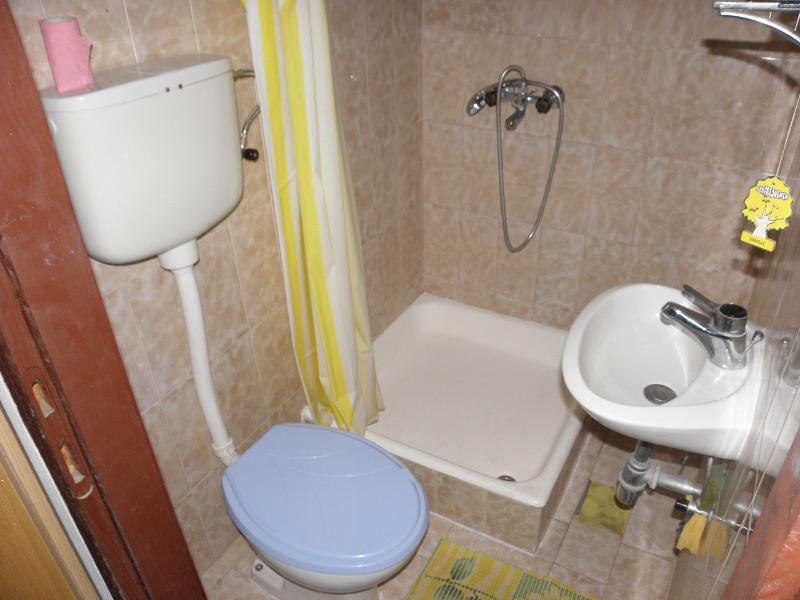 A2(8): bathroom with toilet