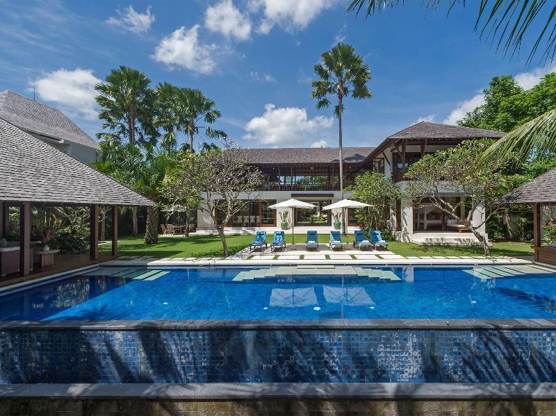 Villa Sabana - Infinity edge pool