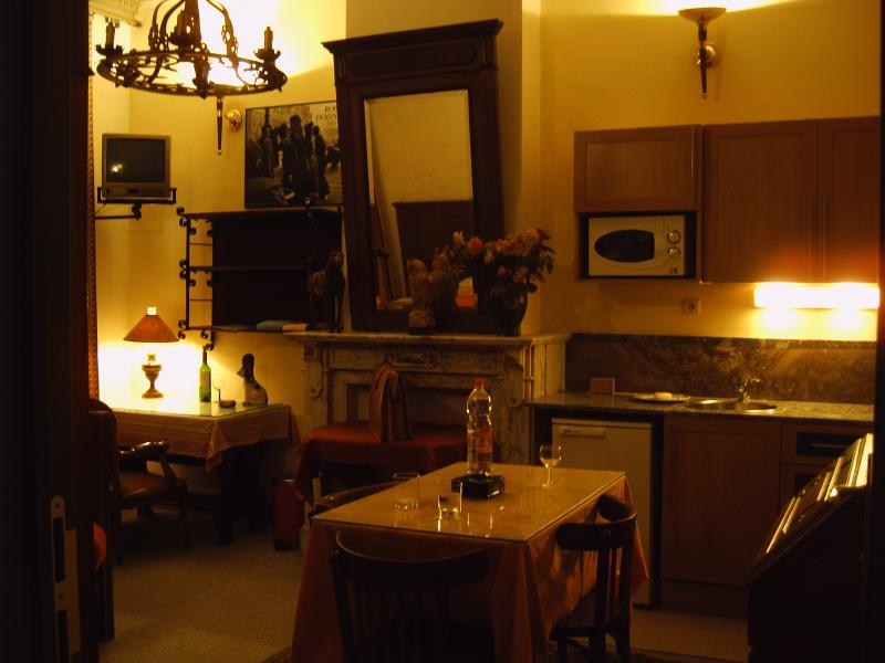 Image1: Large Room No. 1 for rent whole year! All rooms contain a little kitchen, fridg, TV, Wirelles