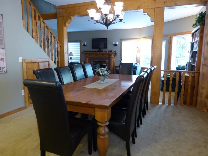Dining Room seats up to 12 people. High chair /play pen available if needed
