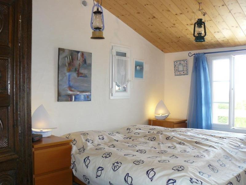 La chambre 2 : 2 lits jumeaux de 90, séparables, formant un grand lit de 180 x 190 pou