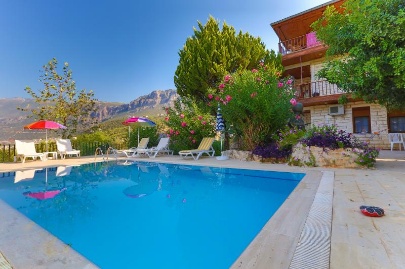 3 bedroom Kas Holiday Apartment to let , Sea & Sunset View & Pool 6 person, holiday rental in Bayindir