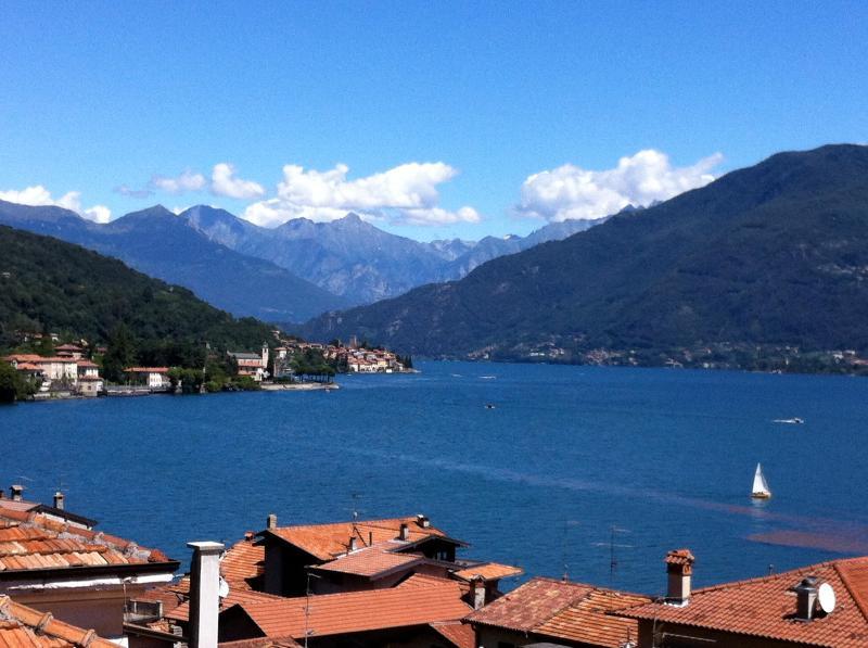 Il s'agit de la vue magnifique sur les Alpes depuis la balustrade.