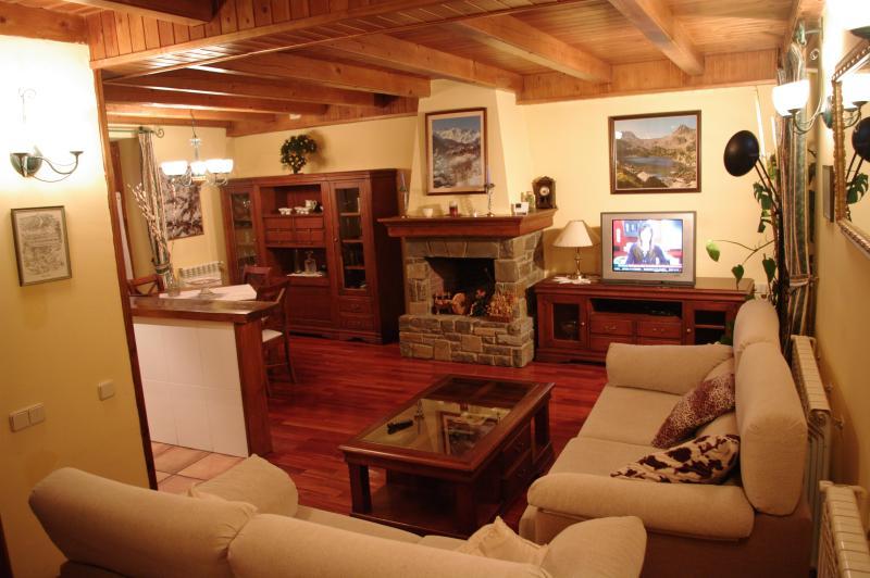 PRECIOS CASA EN SALARDU A 3 KM DE BAQUEIRA, holiday rental in Unha
