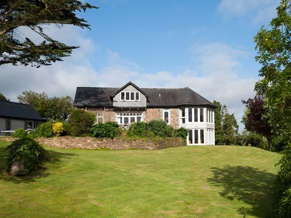 PENARVON HOUSE, luxury house, en-suites, games room, mooring available, in, holiday rental in Gweek