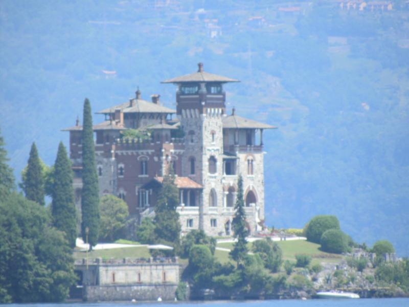 In this villa was one of the James Bond movies. He escaped in his beautiful Riva here.