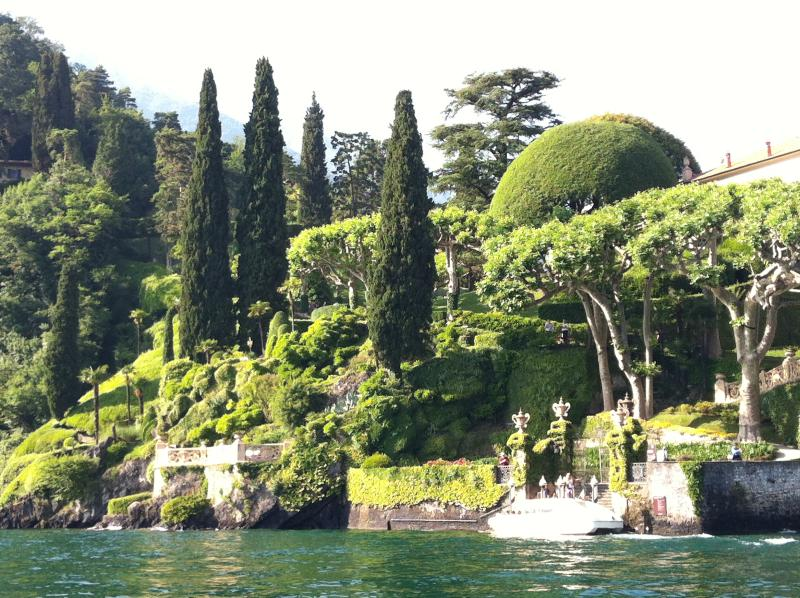 The gardens of the villas along the Lake are impressive with many subtropical plants and trees.