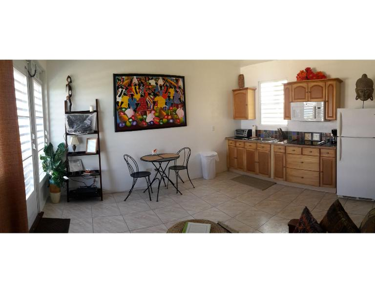 Fully equipped Kitchen with dinette set