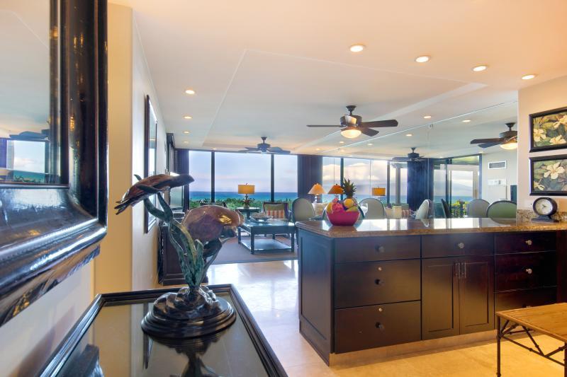 Concetto aperto recentemente ristrutturato appartamento ha una splendida vista da tutte le angolazioni!