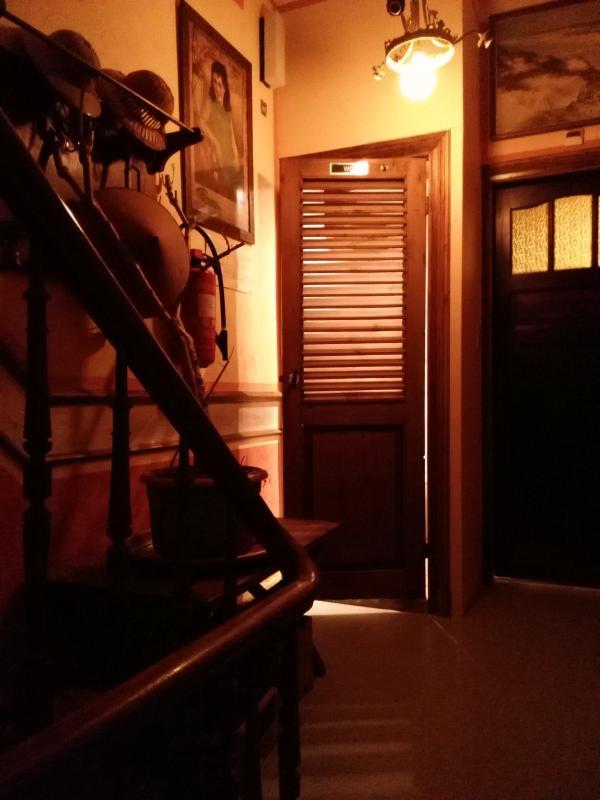 Dusche und WC. Haupteingang kann gesperrt werden.