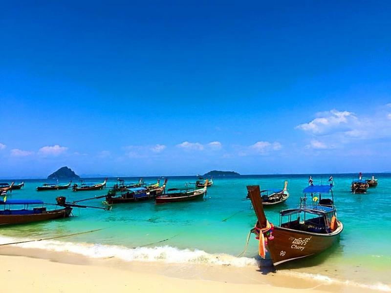 Beach only 15min away , kata beach , nai harn beach , rawai beach ,