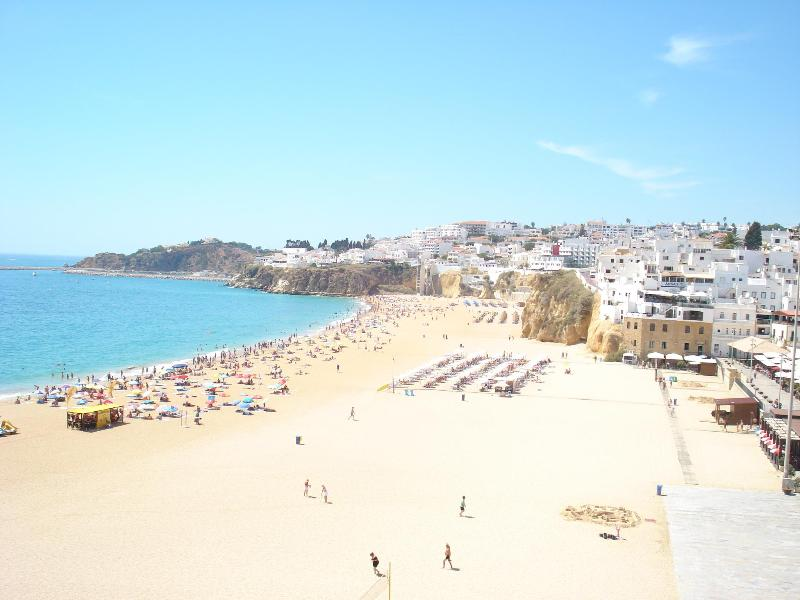 Albufeira. Strand - einer von vielen.