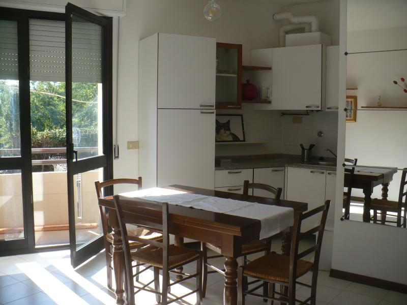 Beiti in Lucca. Flat, comfortable and bright 5-minute walk from the walls of Lucca. parking area